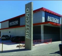 """Construção de prédio comercial """"Bistecão""""."""